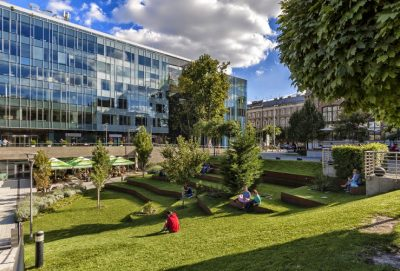 MDental Clinic Hungary - Clinic outside and Eiffel square_2
